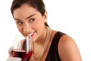 Образованные женщины чаще злоупотребляют алкоголем