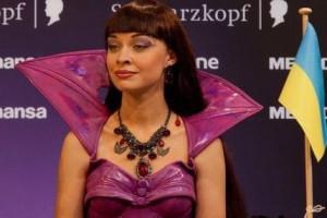 Ппобедительница первого сезона шоу Україна має талант, Ксения Симонова, будет участвовать в номере Мики Ньютон