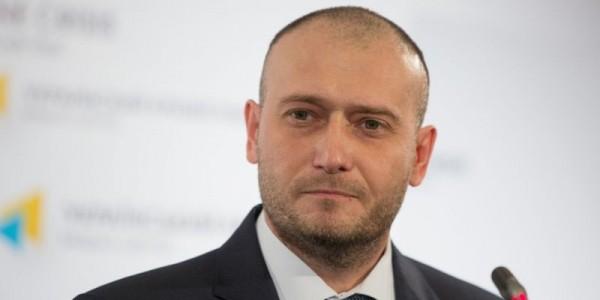 Дмитрий Ярош никогда не выходит в свет с женой