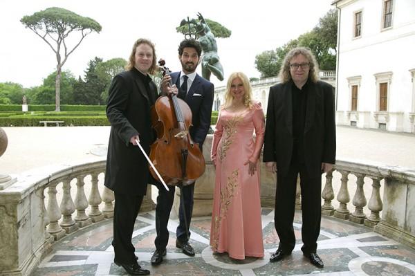 Наталия Шлепницкая с музыкантами