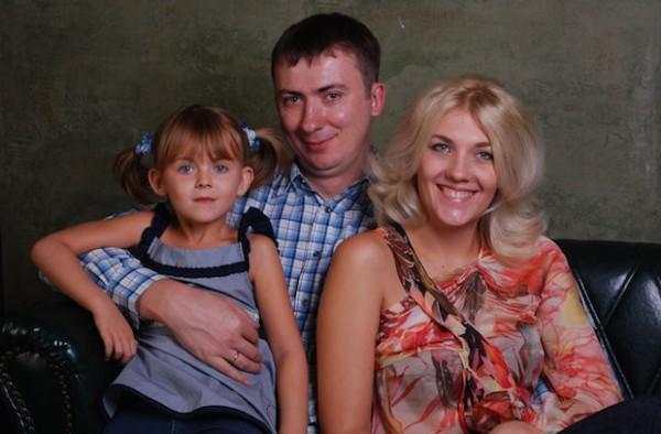 Жидков с женой и дочкой