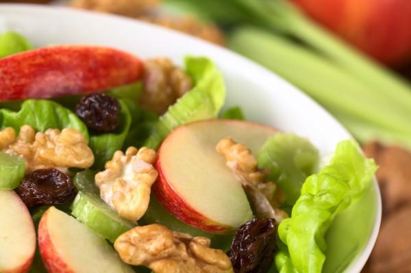 Салат с курицей: Вальдорф с яблоком