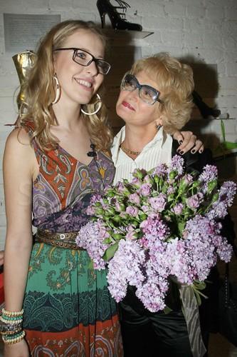Ксения Собчак и ее мама Людмила Нарусова (справа)