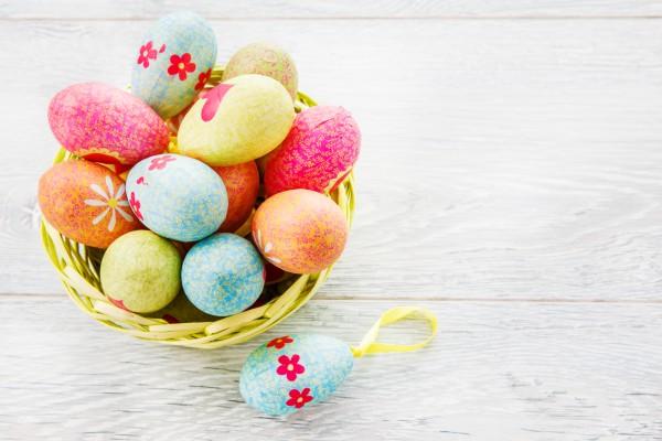 Пасхальные яйца с цветочным узором