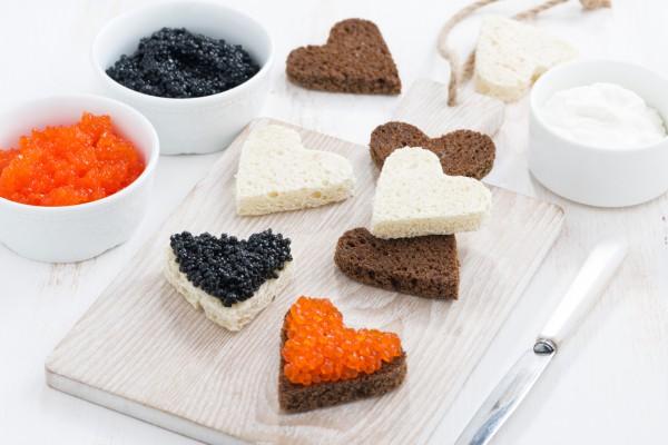 Завтрак в постель на День святого Валентина: канапе с икрой