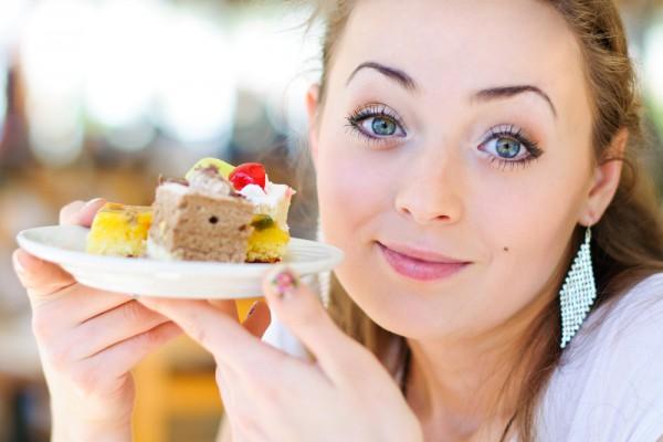 Сладкие продукты и напитки вызывают привыкание и наносят вред здоровью