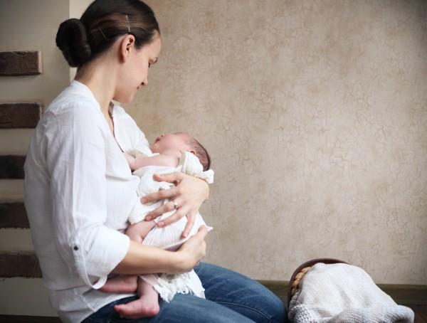 Плюсы и минусы укачивания ребенка перед сном