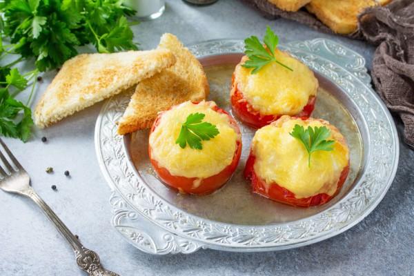 Фаршированные помидоры с сыром и хлебными крошками