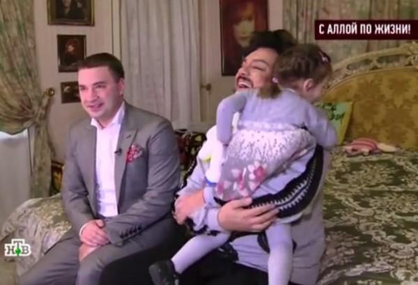 Дети Киркорова похвастались журналистам игрушками, которые им подарил папа