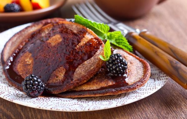 Шоколадные оладьи на завтрак