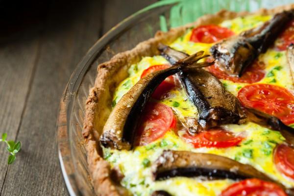 Блюда для пикника с фото: киш с помидорами и шпротами