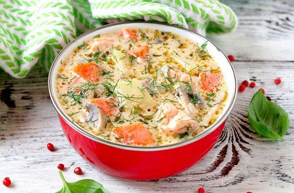 Рецепт                  Сырный суп с форелью и грибами