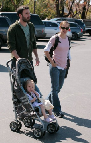 Бен и Дженнифер с сыночком