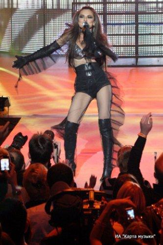 На концерте Анна порадовал зрителей откровенными нарядами