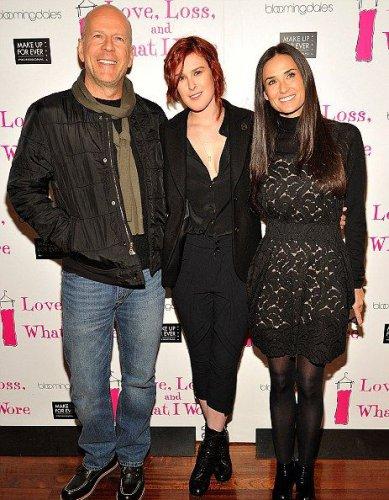 Когда-то счастливая пара Деми и Брюс со старшей дочерью Рамур (март 2011 года)
