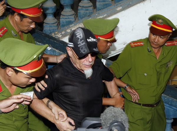 Гари Глиттера посадили на 2 года в тюрьму во Въетнаме (2006 год)
