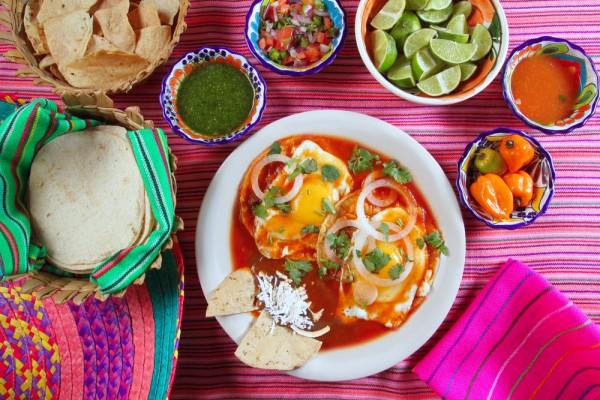 Мексиканская кухня богата жгучими соусами сальса на основе чили и помидора