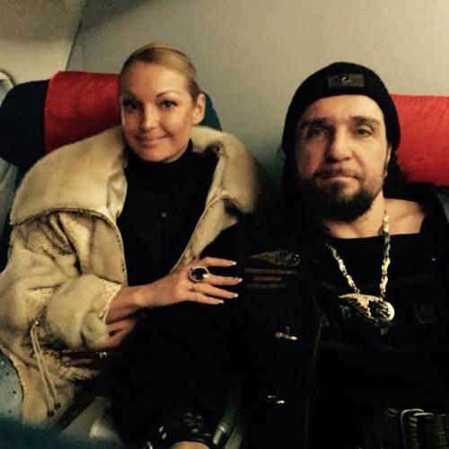 Анастасия Волочкова принимала угощения от российского лидера байкерского движения Хирурга