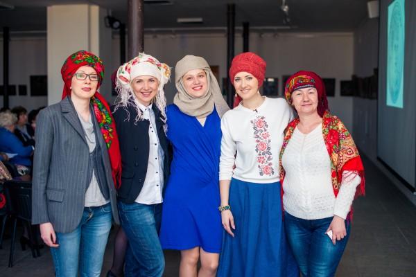 Соломия Витвицкая устроила мастер-класс по завязыванию платков