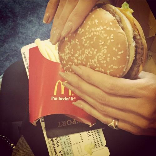 Хайди Клум полакомилась фаст-фудом перед отлетом из Нью-Йорка