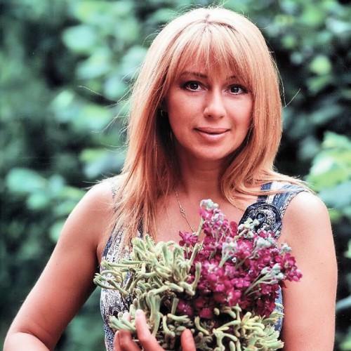 Российская певица Алена Апина