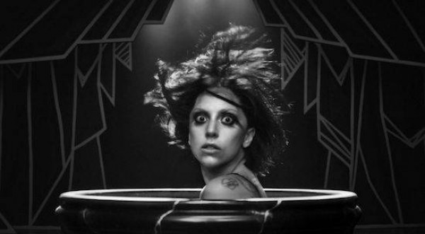 Леди Гага показала новый клип «Applause»