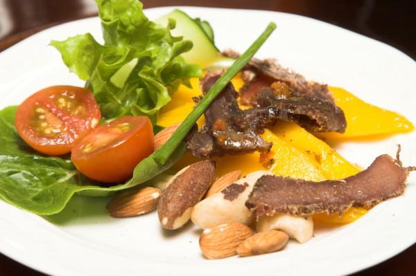 Рецепт                  Летний салат с персиками