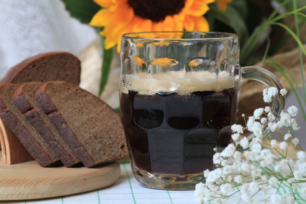 Рецепт                  Хлебный квас из черного хлеба и сухих дрожжей