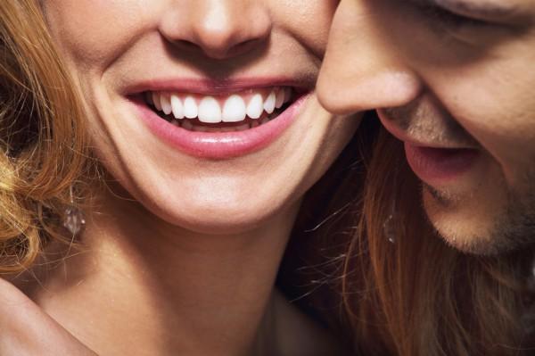 Ка отбелить зубы народными средствами