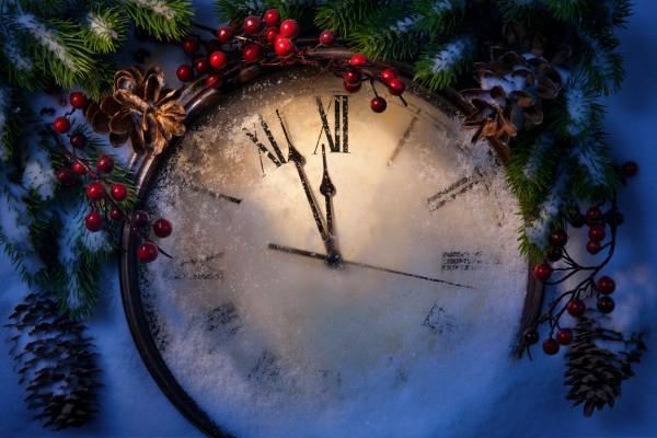 Поздравляем с Новым годом: Лучшие стихи к празднику