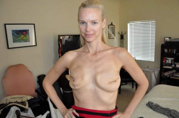 женщины показывающие грудь