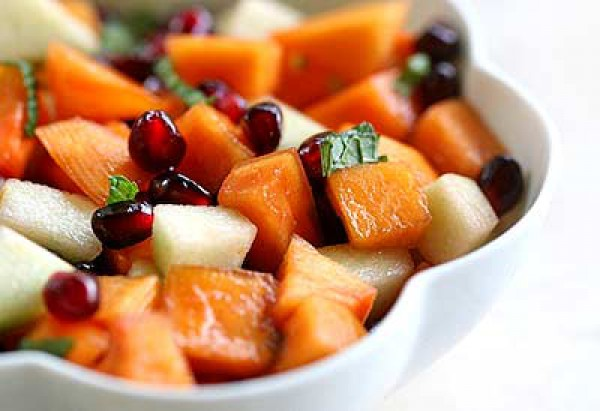 Приготовь из хурмы, яблок и граната вкусный и витаминный салат для ребенка