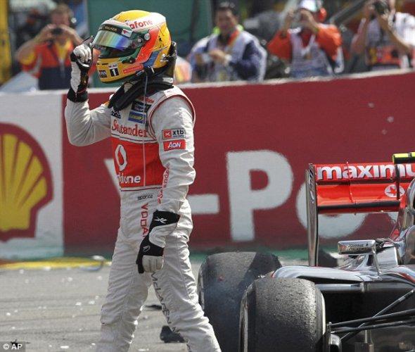 Для Льюиса Хэмилтона гонка закончилась на первом повороте