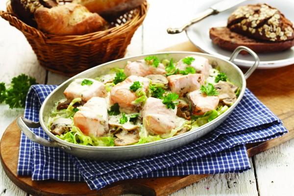 Рецепт                  Запеченная норвежская семга с шампиньонами и капустой