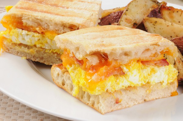 Рецепт                  Панини с беконом и жареным яйцом