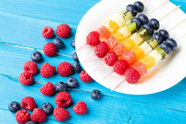 Ягоды и фрукты намного полезнее, чем печенье