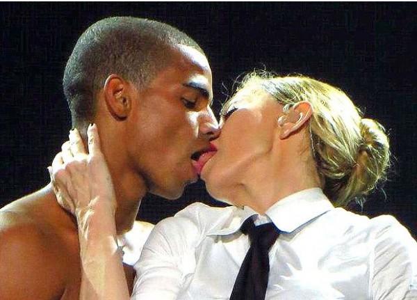 Мадонна поцеловалась с Брахимом Заибатом