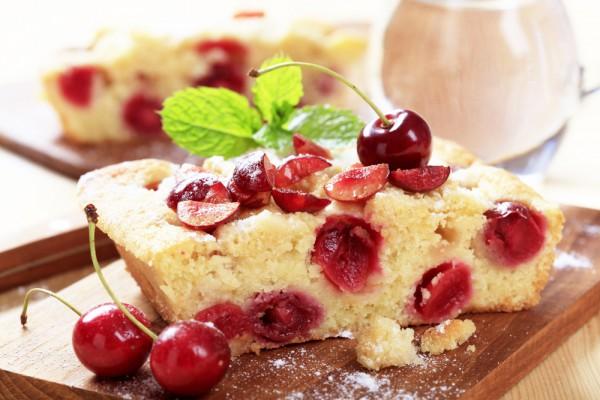 Летний пирог с вишнями