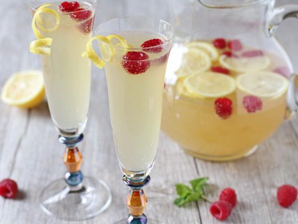 Коктейль на День святого Валентина с лимоном