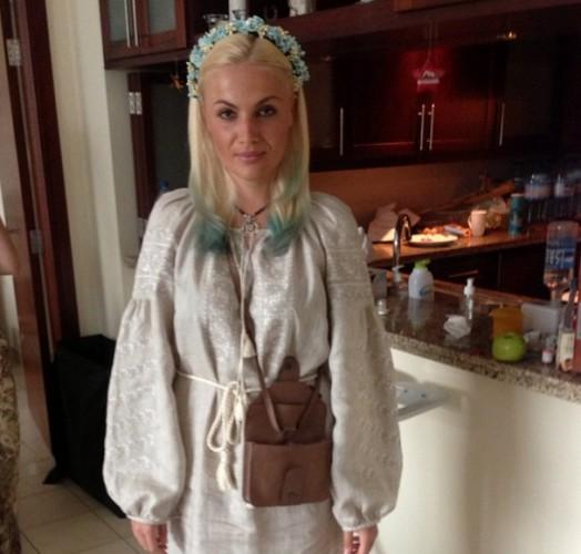 Маша Гойя в Дубае носит вышиванку