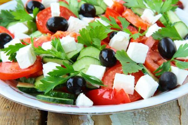 Греческий салат Хориатики с брынзой