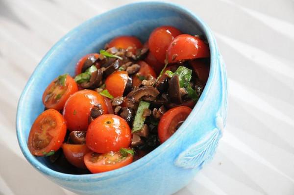 Рецепт                  Салат из помидоров и оливок