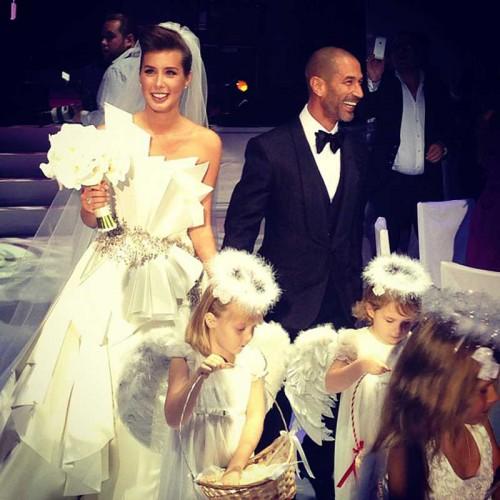 Солистка группы А-Студио Кэти Топурия отпраздновала свадьбу в Москве, пригласив весь звездный бомонд. Знаменитости веселились до утра в компании молодоженов.