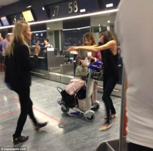 Кейт Мосс в турецком аэропорту