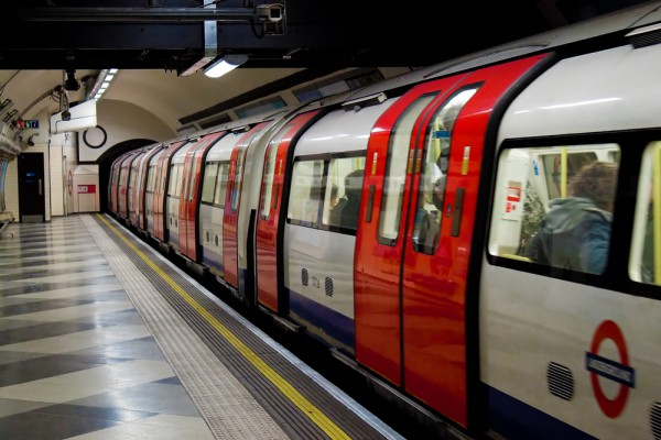 Поезд в лондонском метро