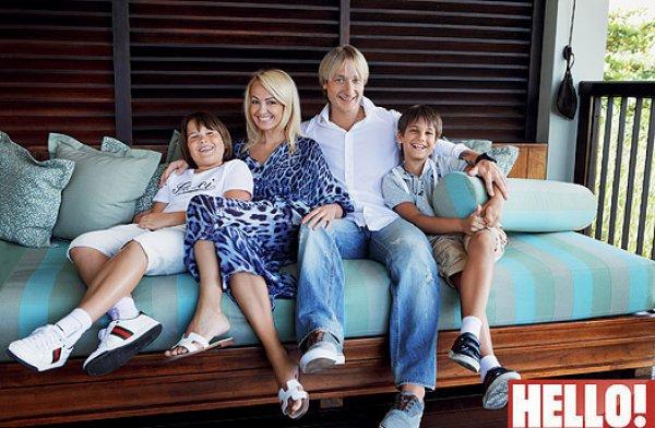 Супруги на отдыхе вместе с сыновьями Яны от первого брака
