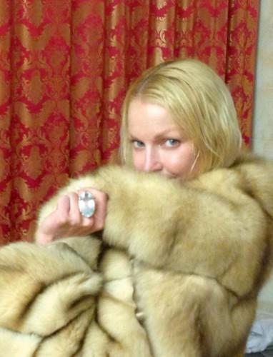 Анастасия Волочкова: Без макияжа, но с подаренным мамой колечком