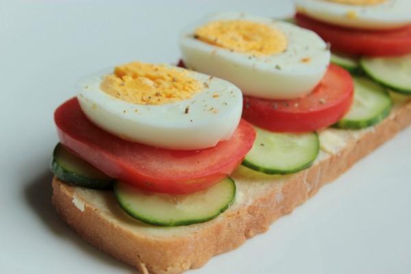 Как приготовить бутерброд с яйцом