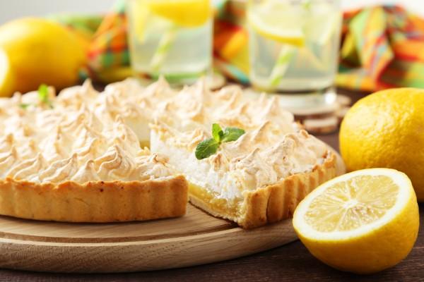 Пирог с безе и лимоном