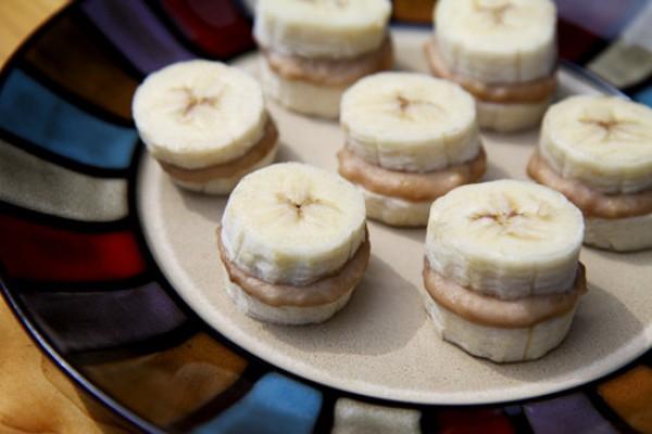 Банановые канапе